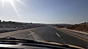 أرض للبيع أقساط شارع ال١٠٠ وادي العش المساحه ٥٠٠م طابو مطله ومميزه وسهله للبناء