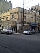 بنايه تجاري قديمه على شارعين للبيع في عمان جبل النصر وسط السوق التجاري