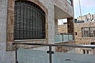 شقة أرضية مميزة للبيع لم تسكن بعد في جبل الحسين