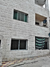 شقة بالرصيفة غرفتين وصالة ومطبخ وحمام وبرندة ب 14000