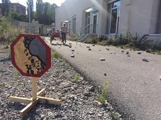 Attention aux chutes de pierres
