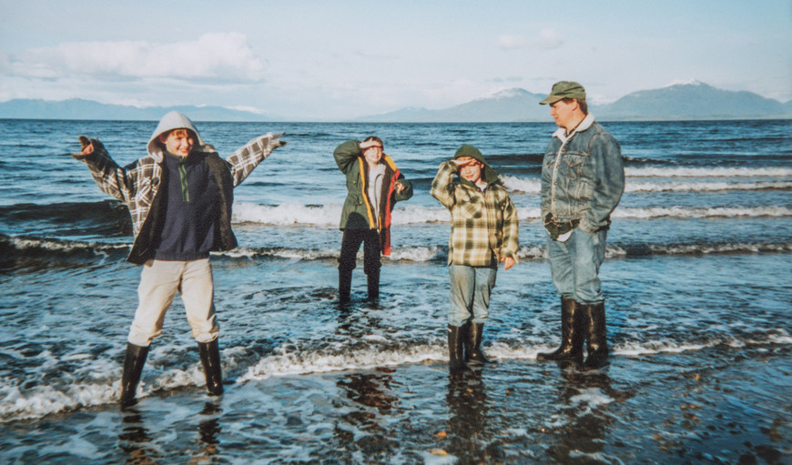 Sutton (10), Everett (9), Ethan (7), & Elgin (31) Play on Sandy Beach
