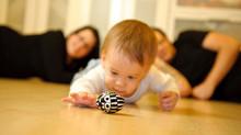 Jak pełzanie i raczkowanie wpływa na pierwsze kroki dziecka w szkole?
