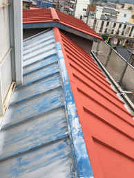 屋根塗装:施工中(下塗り)