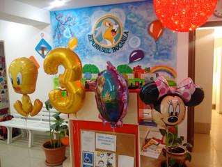 Baloane cu heliu şi spaţiul prinde viaţǎ