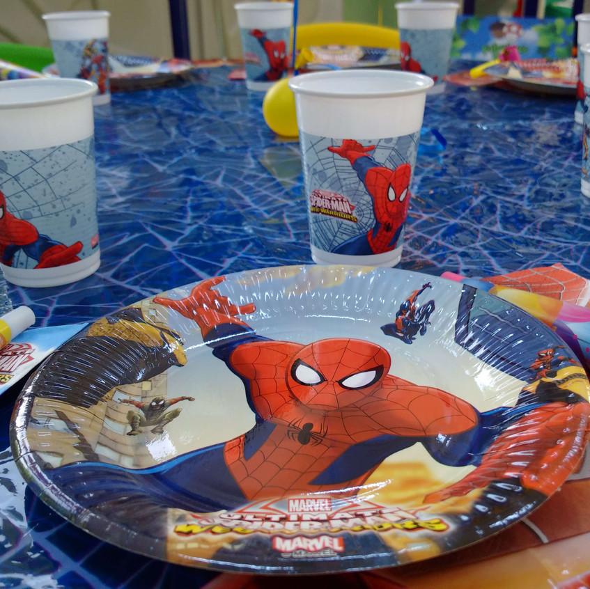 Farfurii si pahare, diverse accesorii cu tematica Spiderman