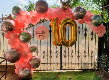 O arcadǎ şi câteva baloane cu heliu îţi transformǎ curtea într-un minunat spaţiu de petrecere