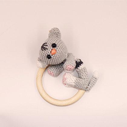 Rammelaar/bijtring poes met houten ring