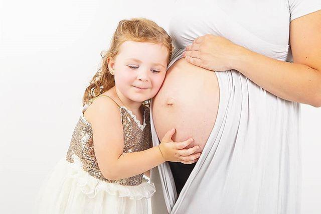 Kroelen met haar toekomstige broertje 💕