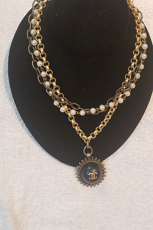 AUTH. CHANEL NECKLACE
