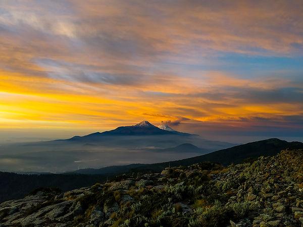 Iztaccihuatl y Popocatepetl vistos desde el Monte Tlaloc