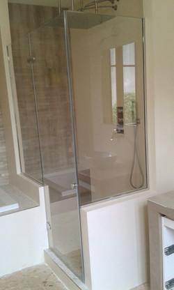 porte de douche sur mesure avec partie fixe