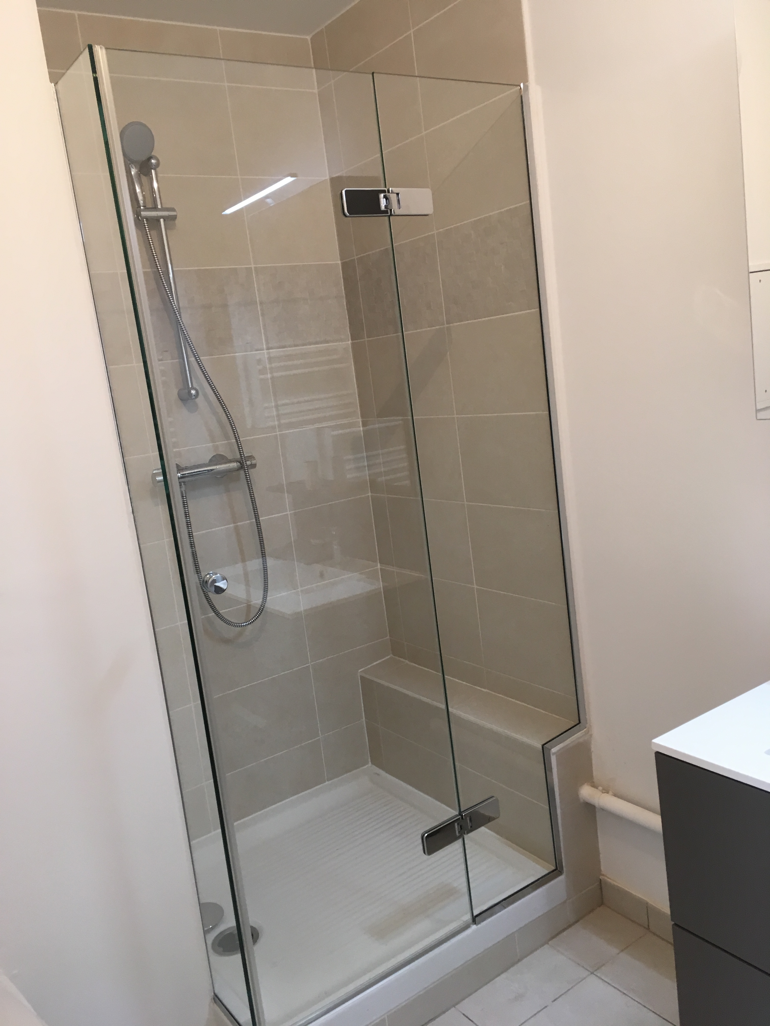 Porte et fixe de douche sur mesure