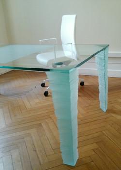 Pied de bureau en verre