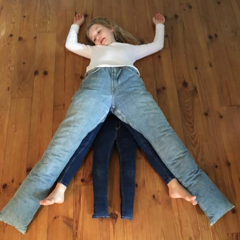 H et L, Jeu-jeans 1, 2020
