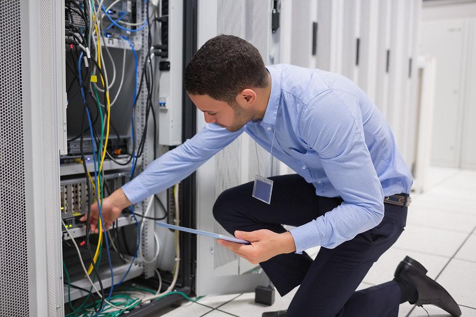 technician_cables_1.jpg