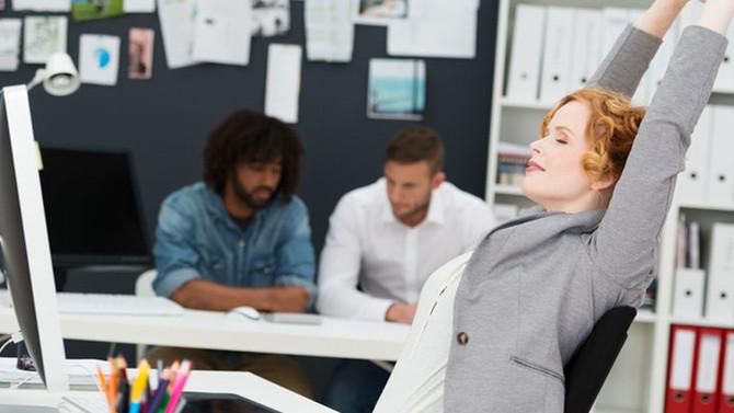Sindrome da ufficio: come tornare a lavoro e salvare le nostre ginocchia