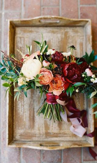 fall-wedding-bouquet-velvet-noonans-wine