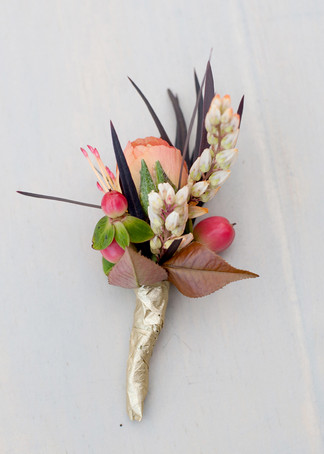 Peach-Rose-Boutonniere-With-Berries.jpg