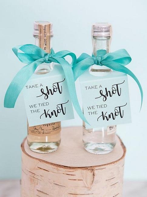 diy-mini-alcohol-wedding-favor-ideas.jpg