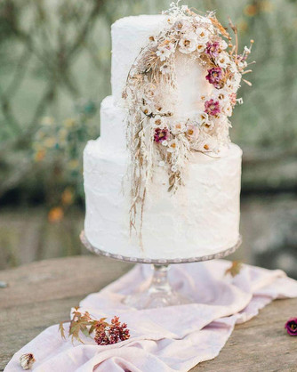 Gorgeous-Winter-Wedding-Cakes-2019-22.jp