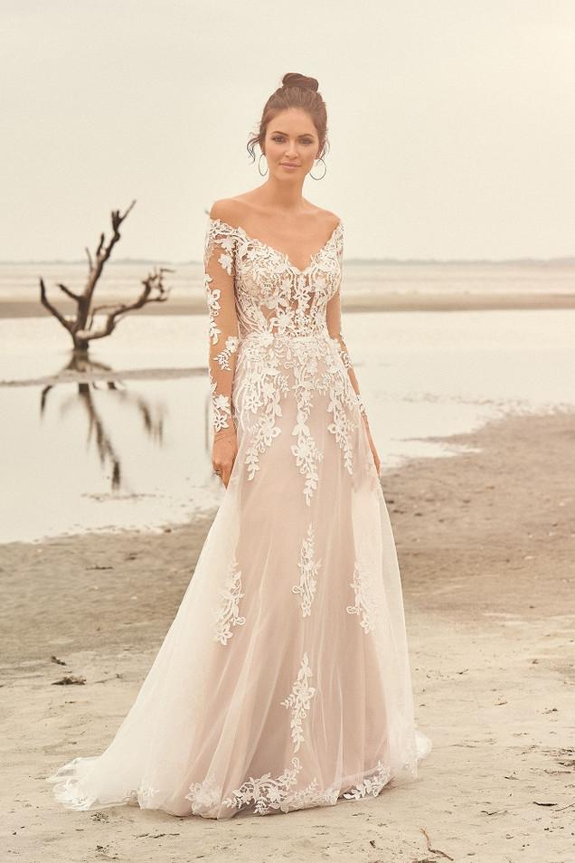 New-York-Bride-Groom-Charlotte-lace-wedd
