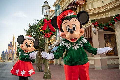 Xmas Mickey and Minnie by Castle.jpg