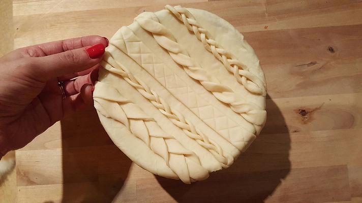 pastry pie lid with plait design