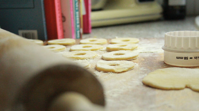 Party rings with cutter