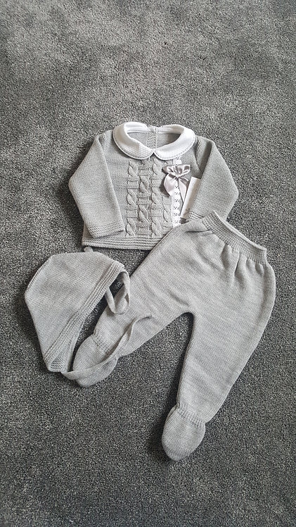Boxed Grey Knitted Bow Bonnet Set