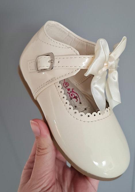 Cream Hard Sole Bow Shoes