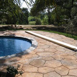 Irregular Shape pool with Deckmount System