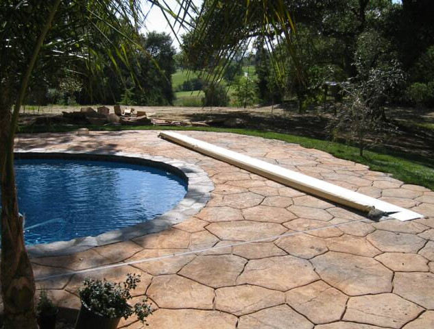 Irregular Shape pool with Deckmount System