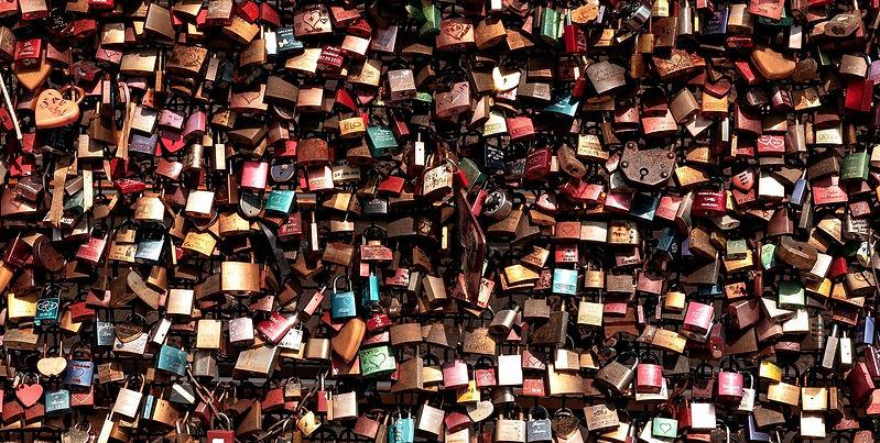 love-locks-3491740_1920_edited_edited.jp