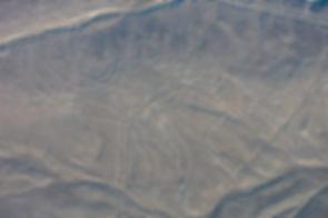1280px-Líneas_de_Nazca,_Nazca,_Perú,_201