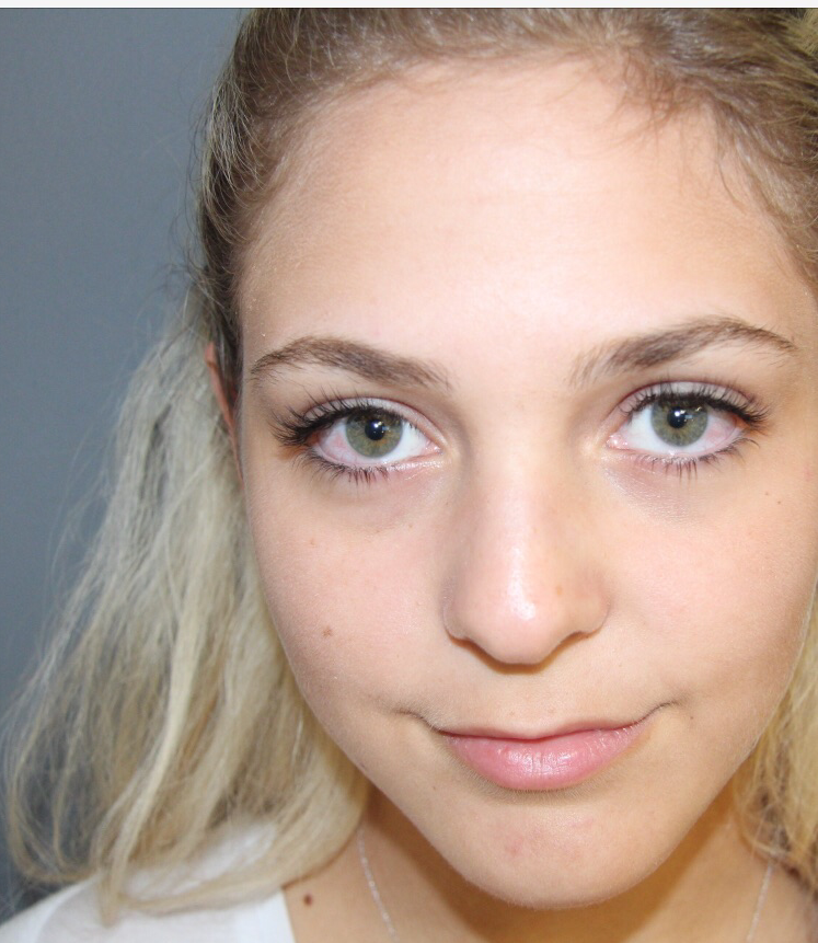 Blonde eyelash extension