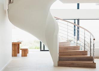 インテリアイメージ/ホワイト木製の階段