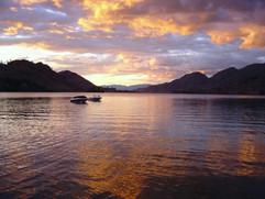 Nite-shot-of-lake.jpg
