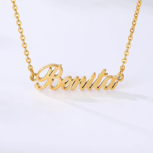 CLASSIC NAMEPLATE NECKLACE.