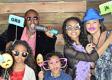 Alfredo and Simone Isaac and Family in the photo booth