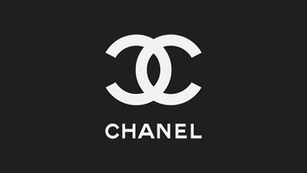 chanel-black-and-white-03-lifestyle-and-