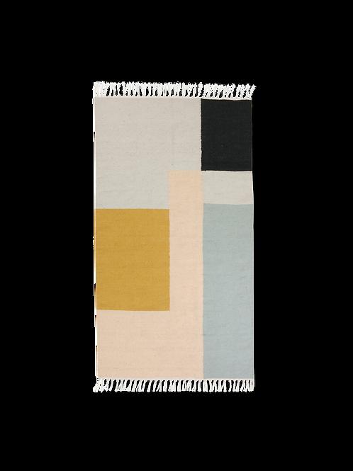 Alfombra de lana estampada, tipo durrie, de Ferm Living. 80 x 140 cm