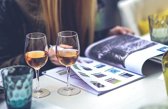 10 Best White Wines for Her