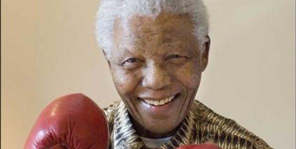 Nelson-Mandela-Boxing-Gloves_blhVmm3.wid