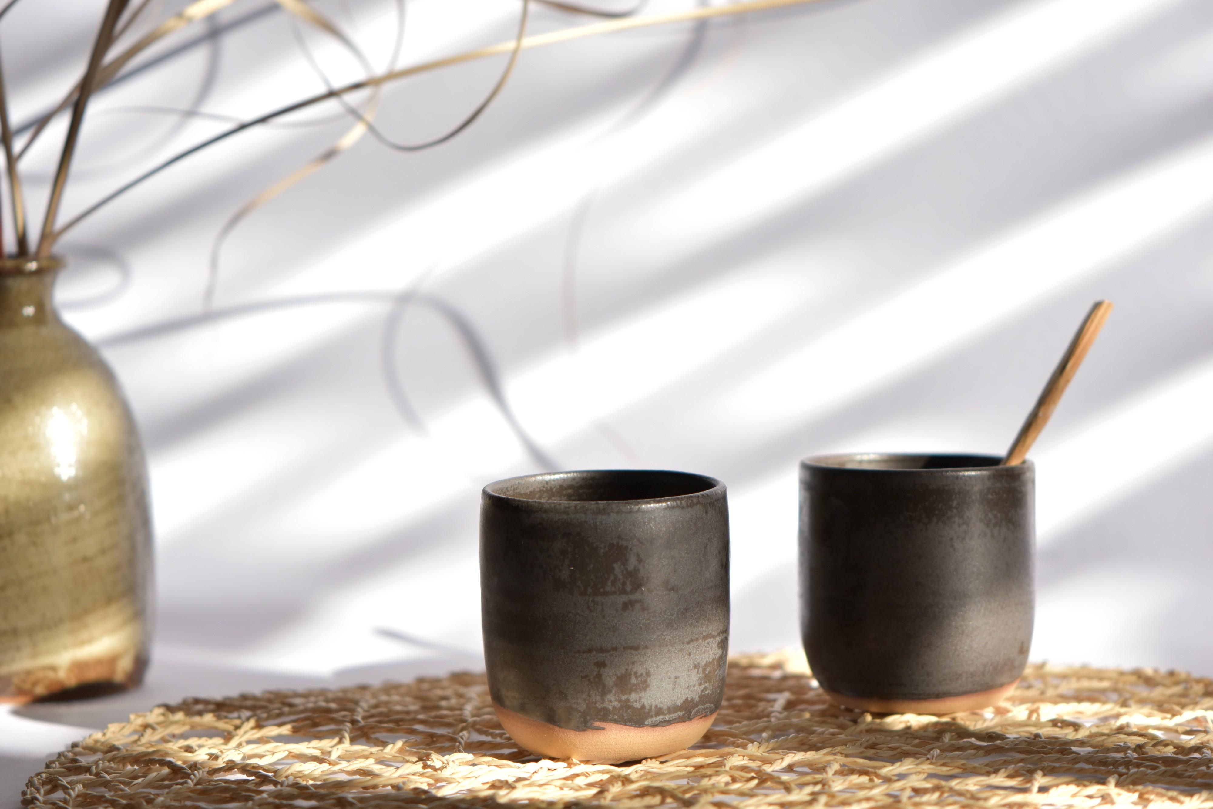 deux-tasses-noires-Couleurkaolin-edition