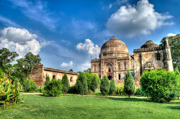 Lodhi_Gardens_on_a_sunny_day.jpg