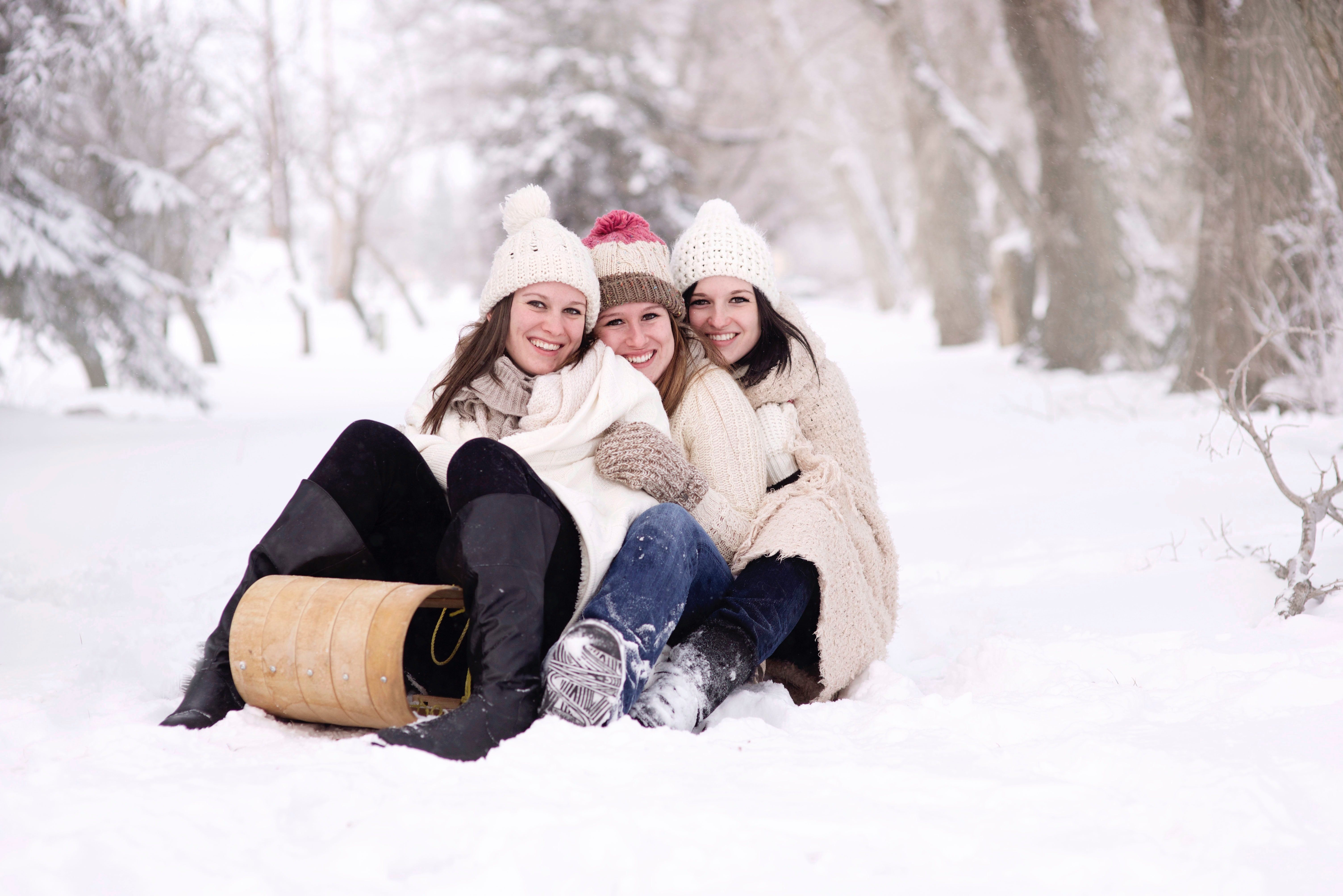 women-girls-snow-toboggan-32192