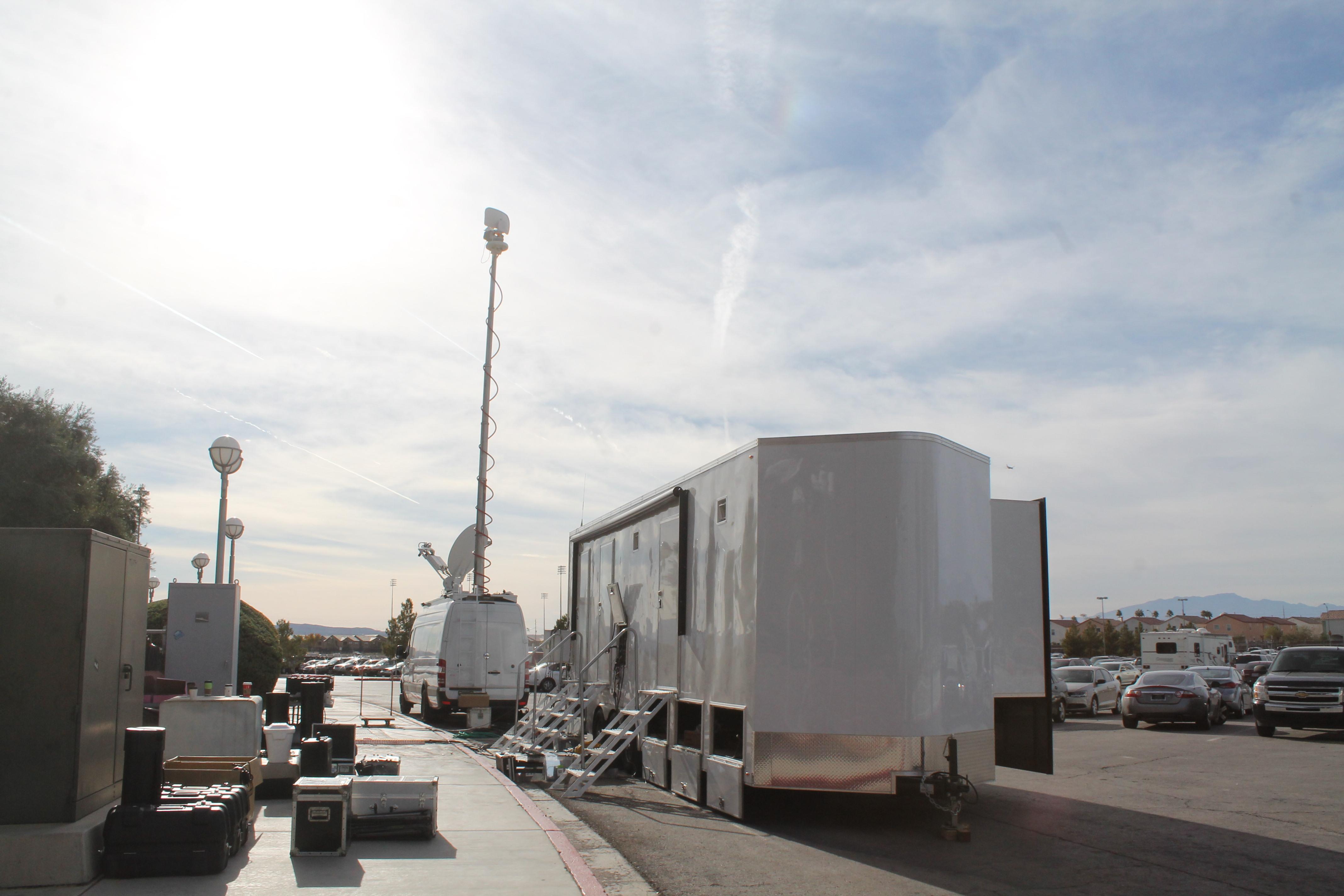 30' Expando Carbon TV Truck
