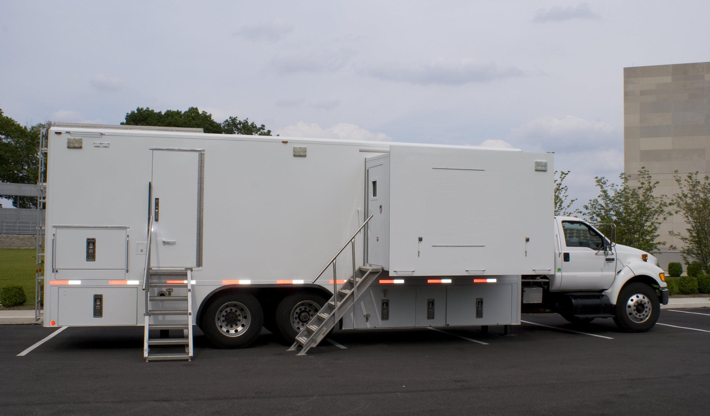 45' HD Expando TV Truck