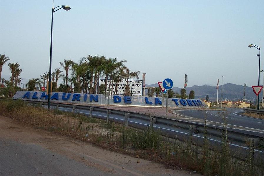 East_entrance_to_Alhaurín_de_la_Torre,_E